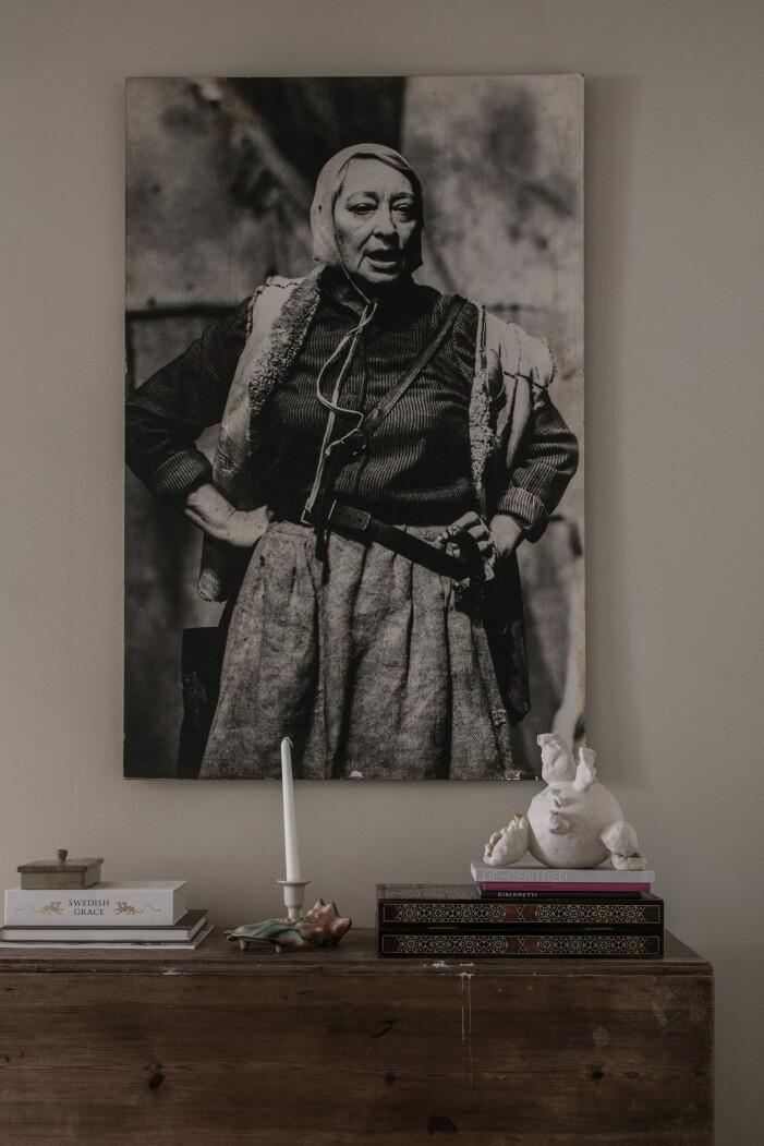 Tavla av Johannes Brost mamma Gudrun Brost hemma hos Joanna Sundström