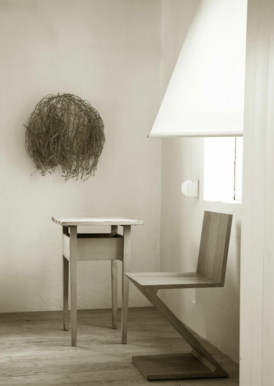 Zigzag-stol av Gerrit Rietveld.