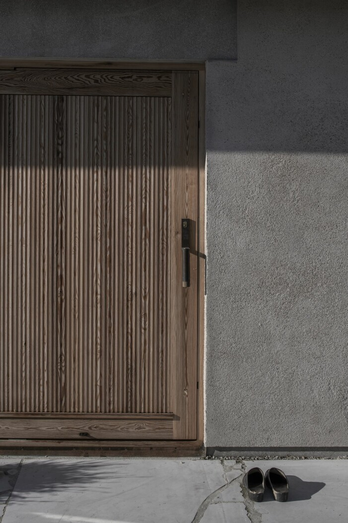 Dörr i almfabér