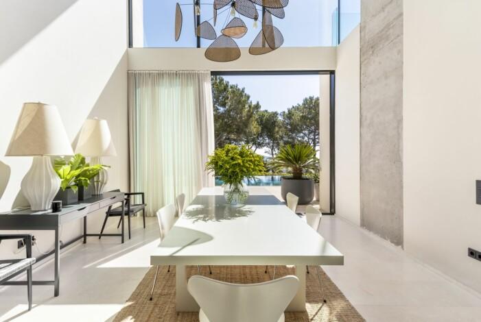 Matsalen hemma hos Charlotte Gyllenhammar på Ibiza.