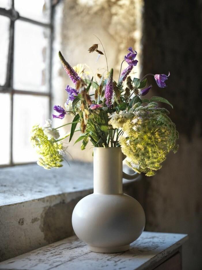 Böljande vaser är trendiga sommaren 2021