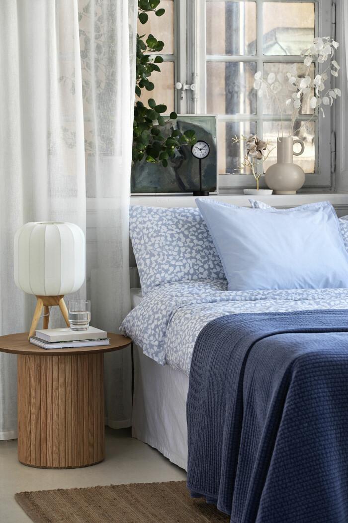 sovrum i blått och vitt
