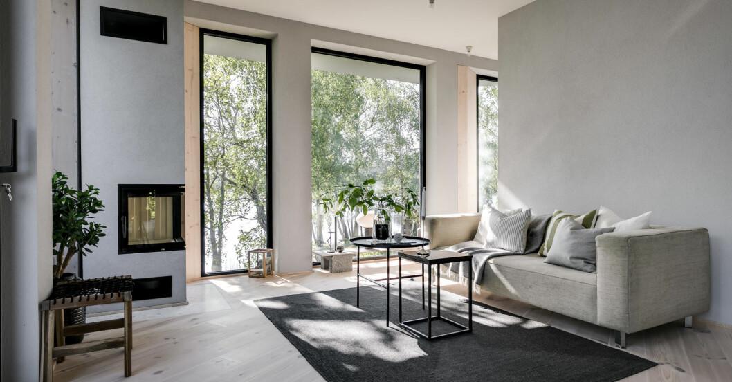 Eldstad ritat av arkitekt och platsbyggd av möbelsnickare.