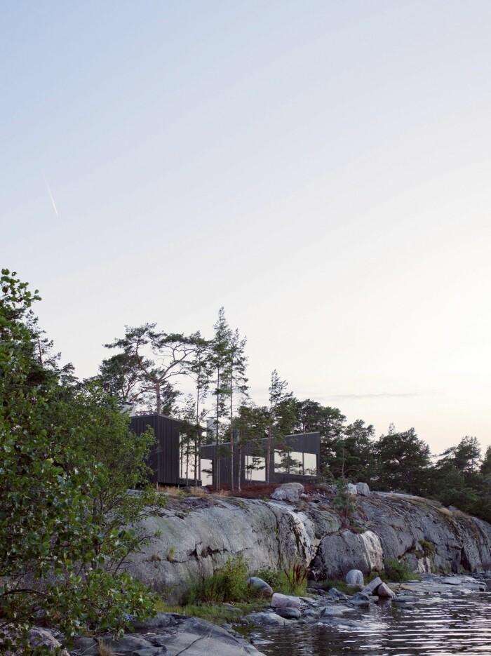 Hus byggt på en ö långt ut i Åbos skärgård.