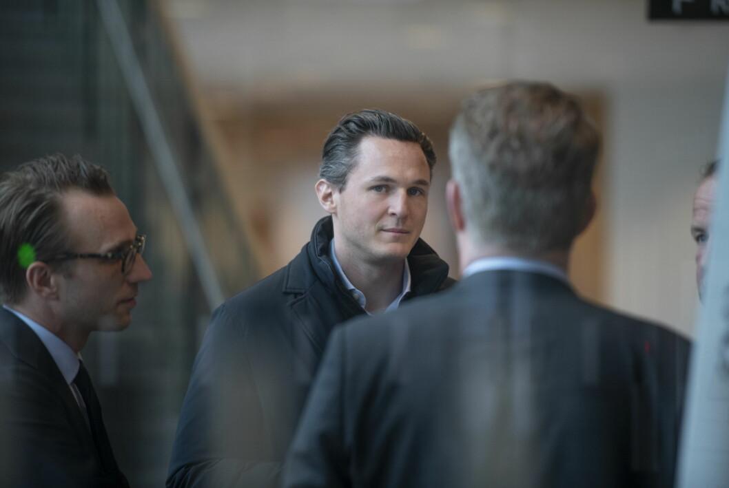 Alexander Ernstberger på väg in i hovrätten 27 maj 2021.