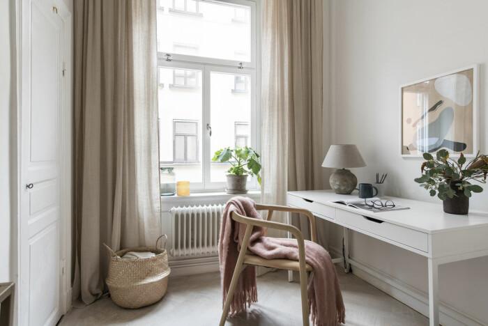 Angelica Blicks hemmakontor går i beige toner