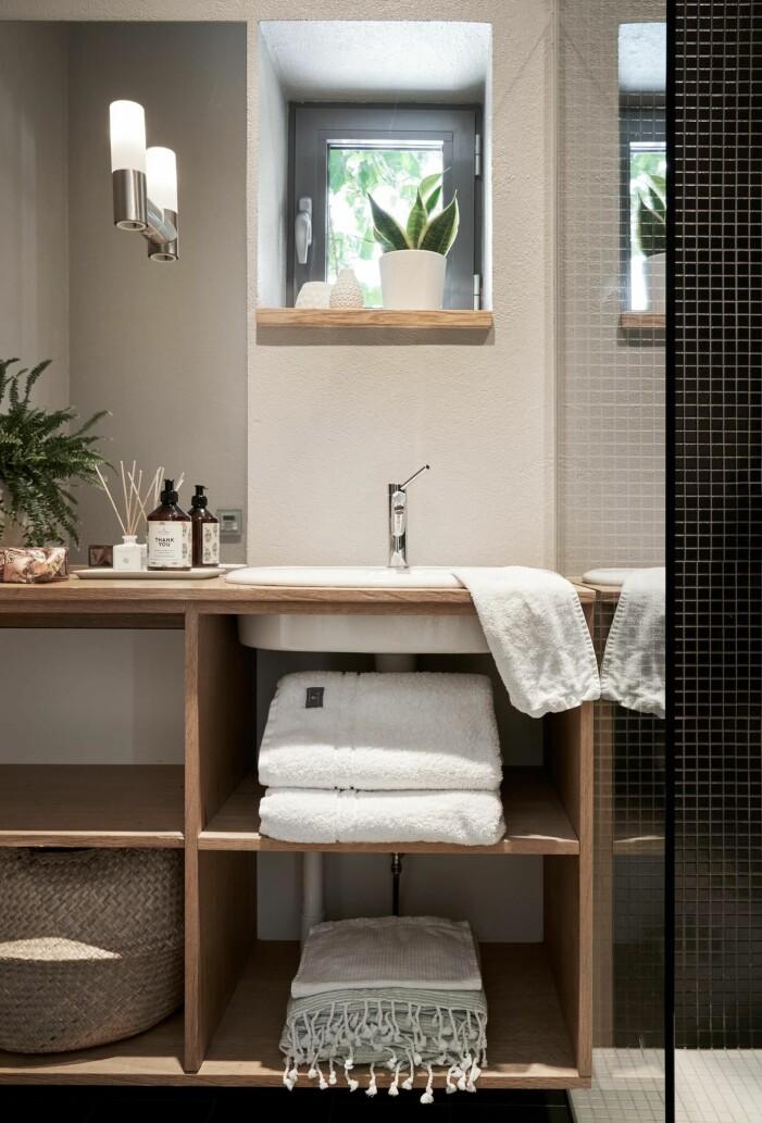 Arkitektritad lyxvilla i Saltsjö-Boo utanför Stockholm, badrum