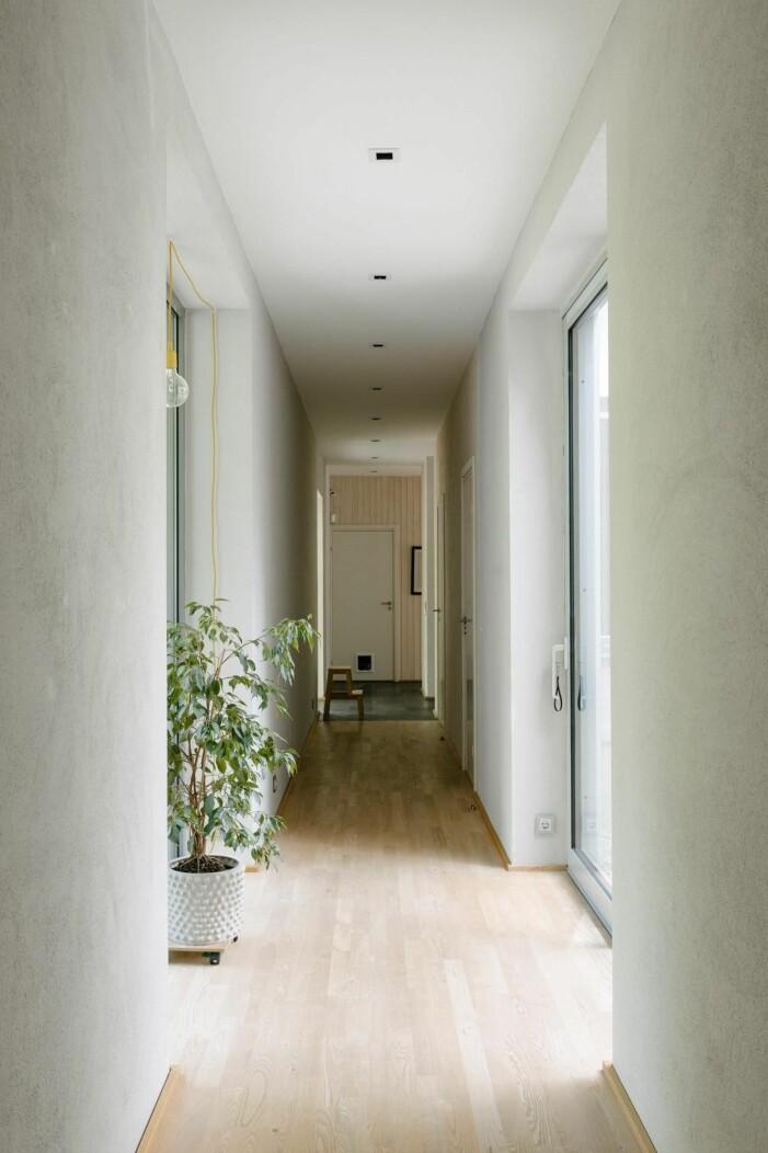 Arkitektritad lyxvilla i Saltsjö-Boo utanför Stockholm, hall och korridor
