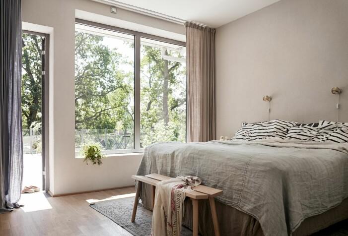Arkitektritad lyxvilla i Saltsjö-Boo utanför Stockholm, master bedroom