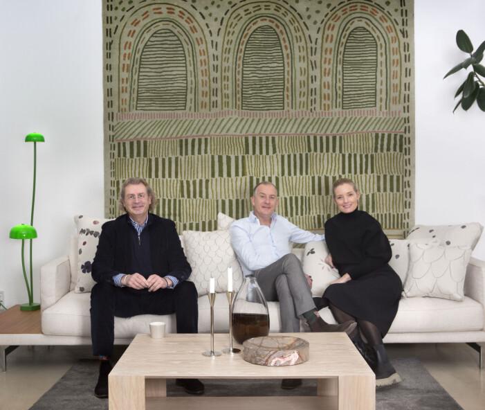 Mikael Asplund, Thomas och Sandra Asplund i butiken, omringad av produkter som de producerat. Foto Louise Billgert.