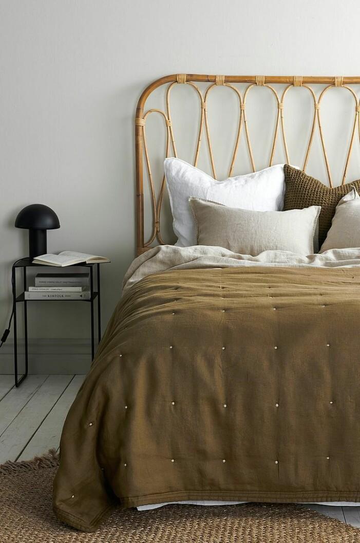 inspiration bädda sängen med kuddar