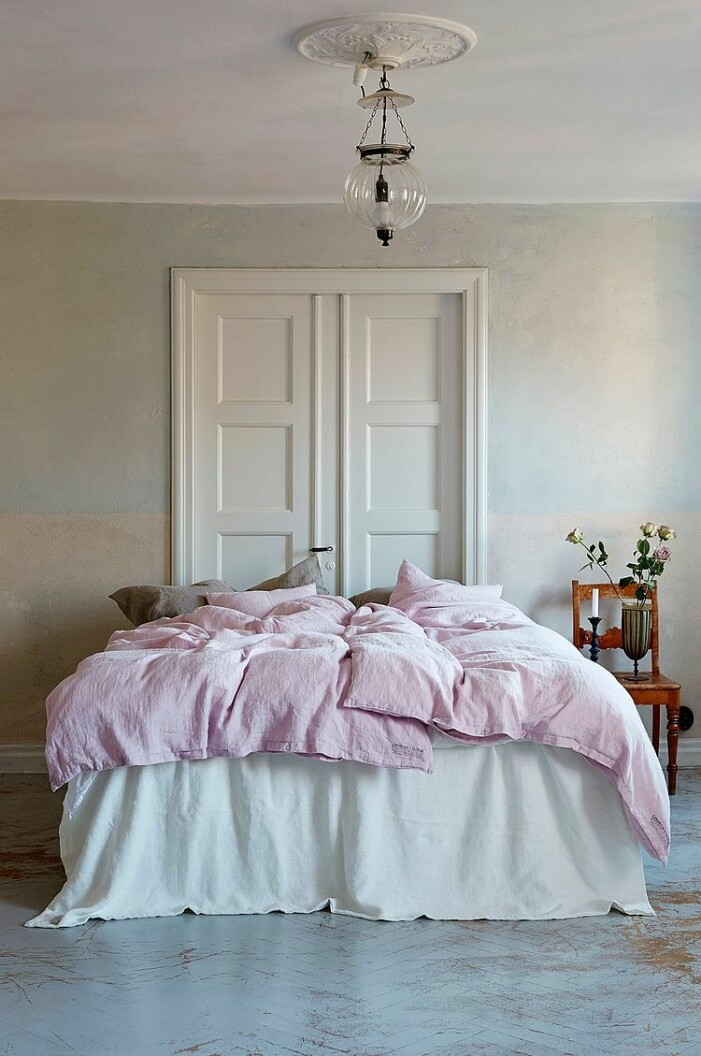 bäddset och sängkläder i pastell