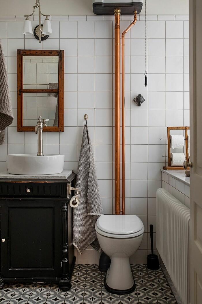 toalett renoverad i tidsenlig stil