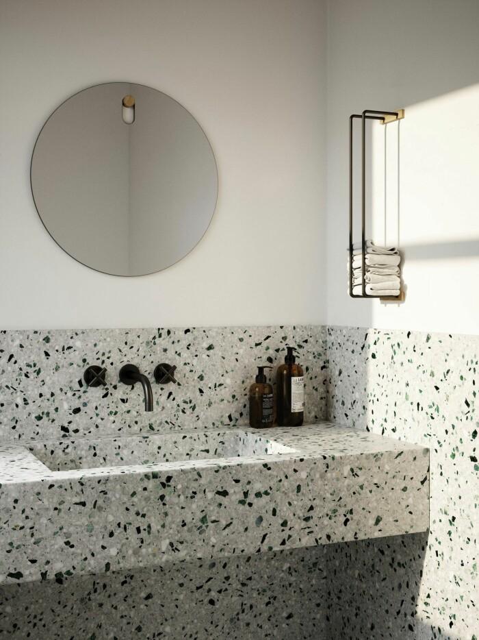 badrum i terrazzo med lyxig retrokänsla