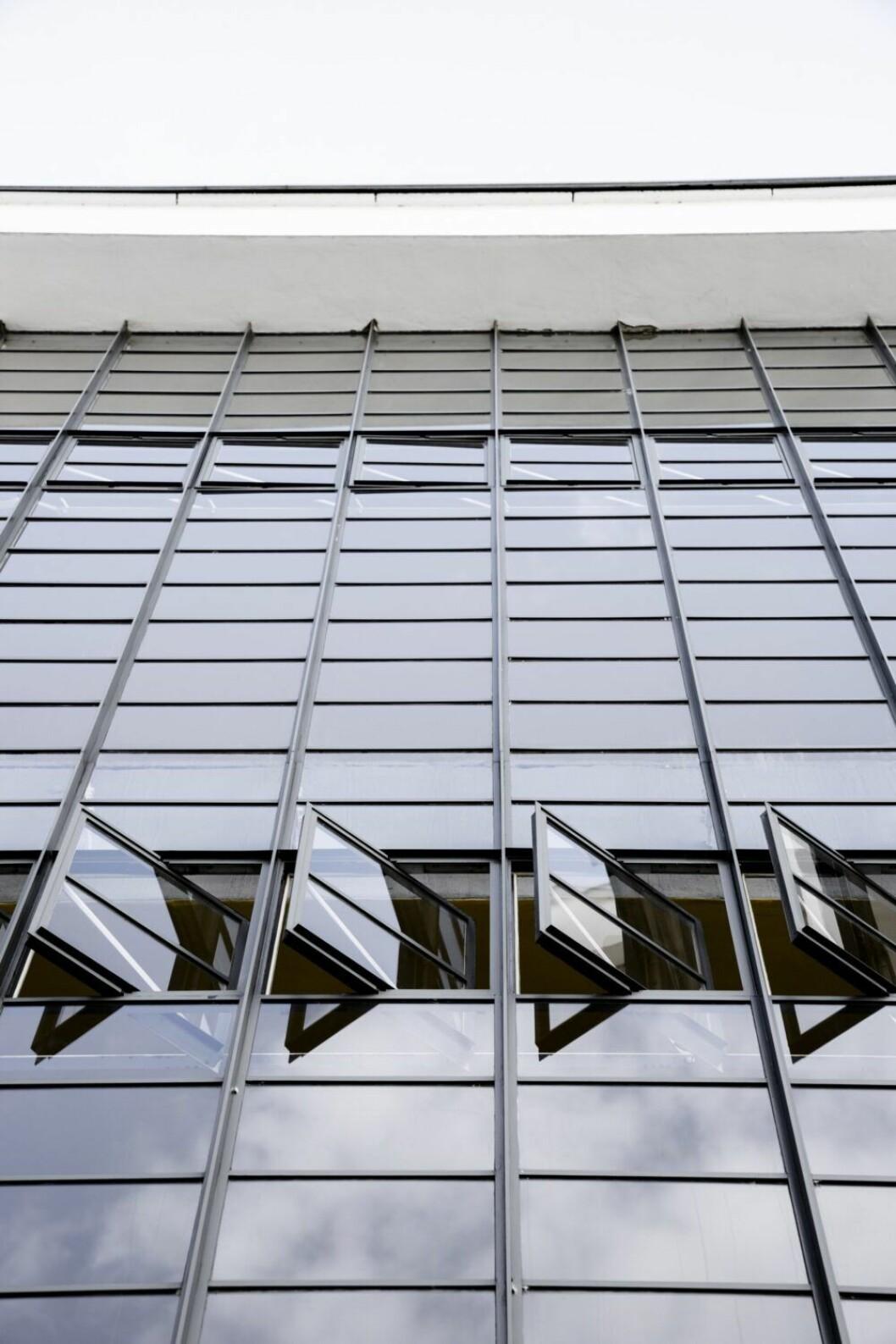 Fönster på Bauhausskolan i Dessau.