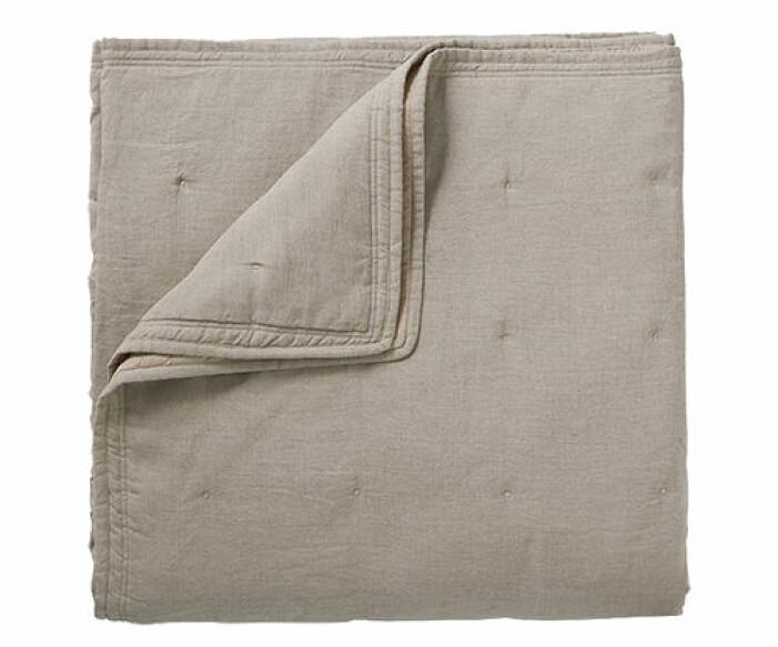 beige överkast till sängen i linne