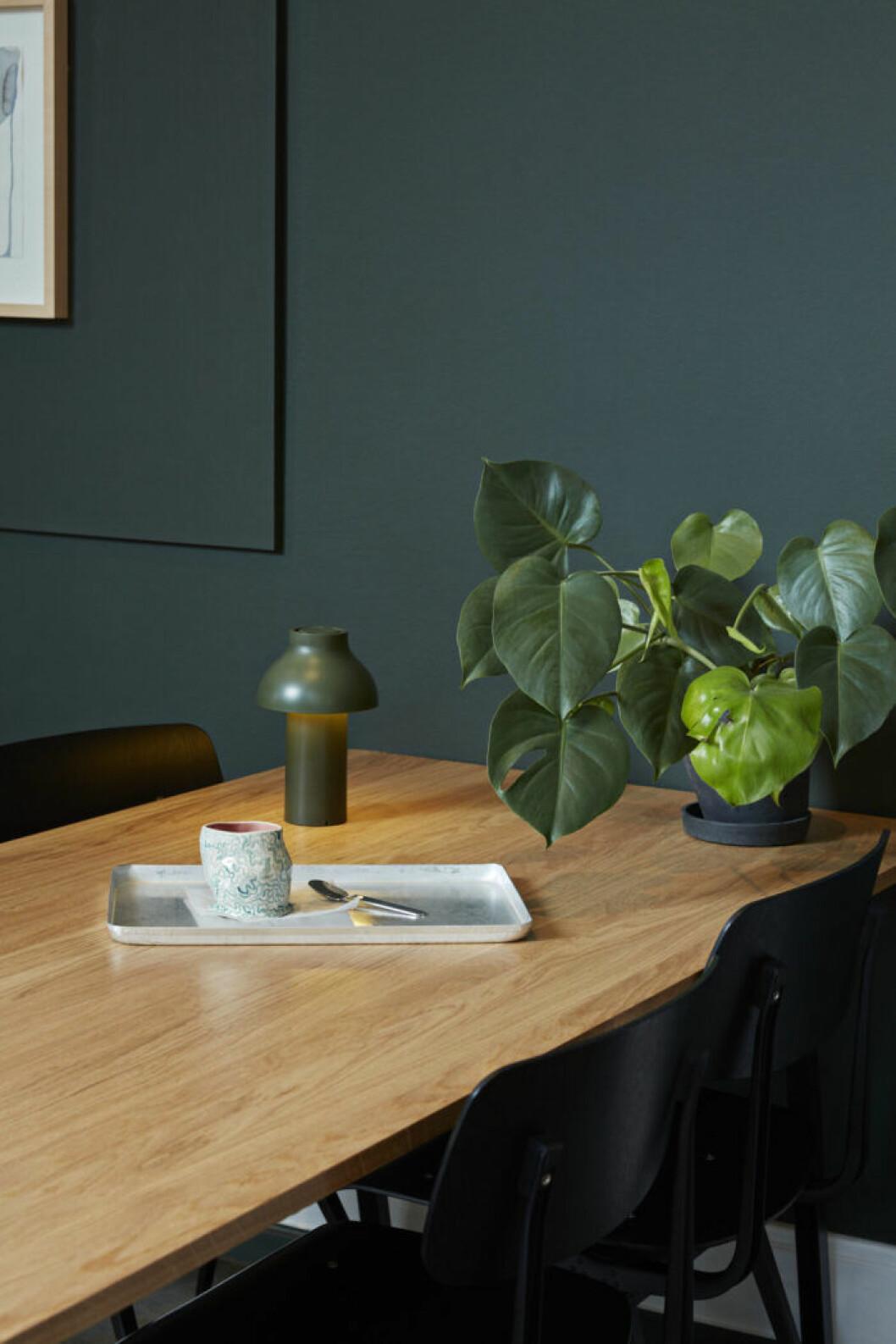 Trendig bordslampa i köket