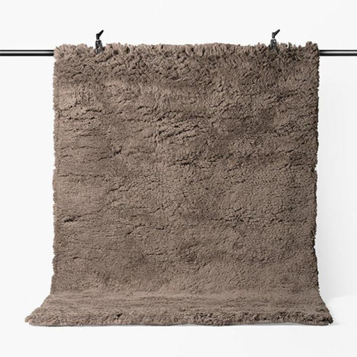 Brun matta med lång lugg från Åhléns