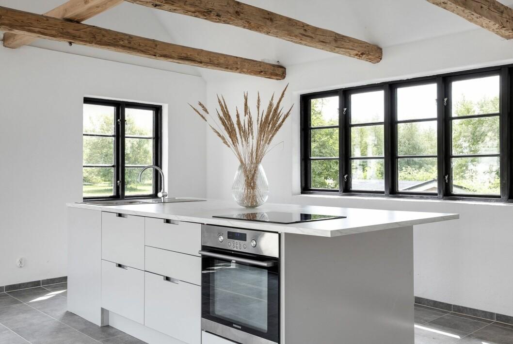 Det extra huset är fullt utrustat med eget kök.