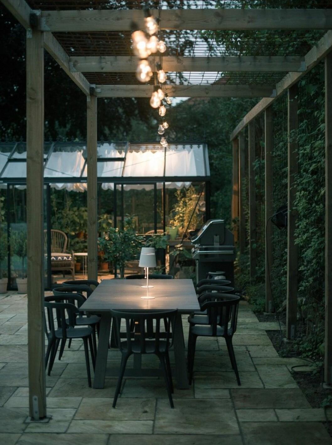 Kika in i arkitektritade 40-talsvillan.
