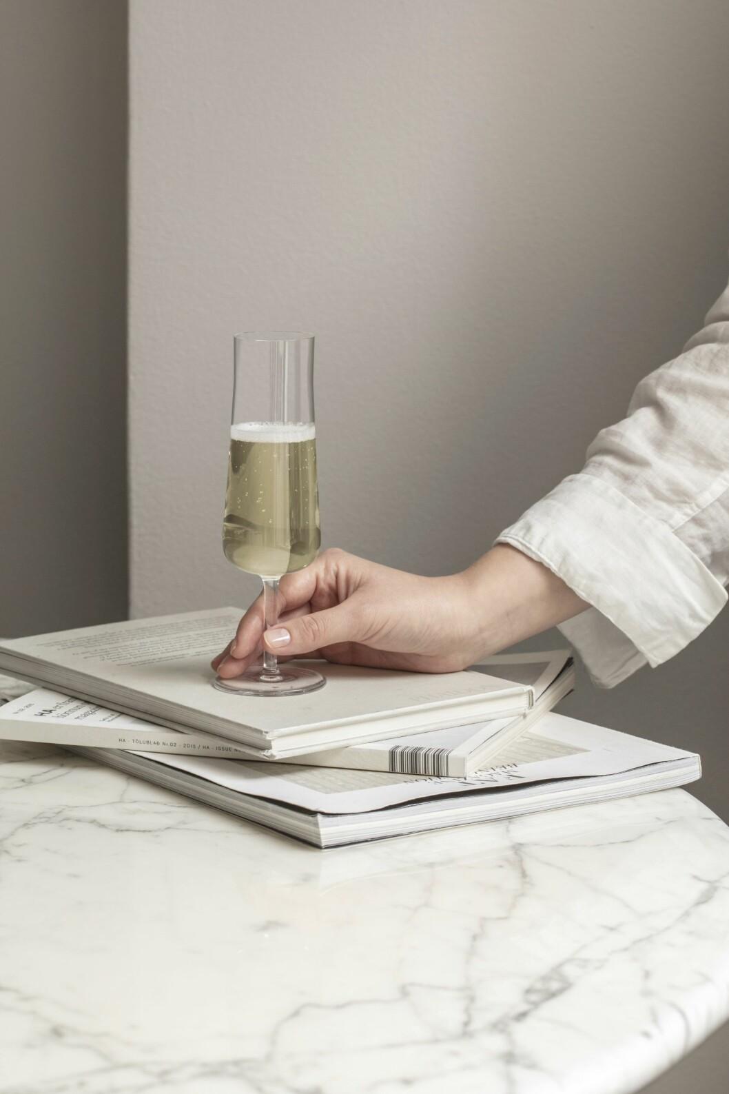 Champagneglas med låg fot.