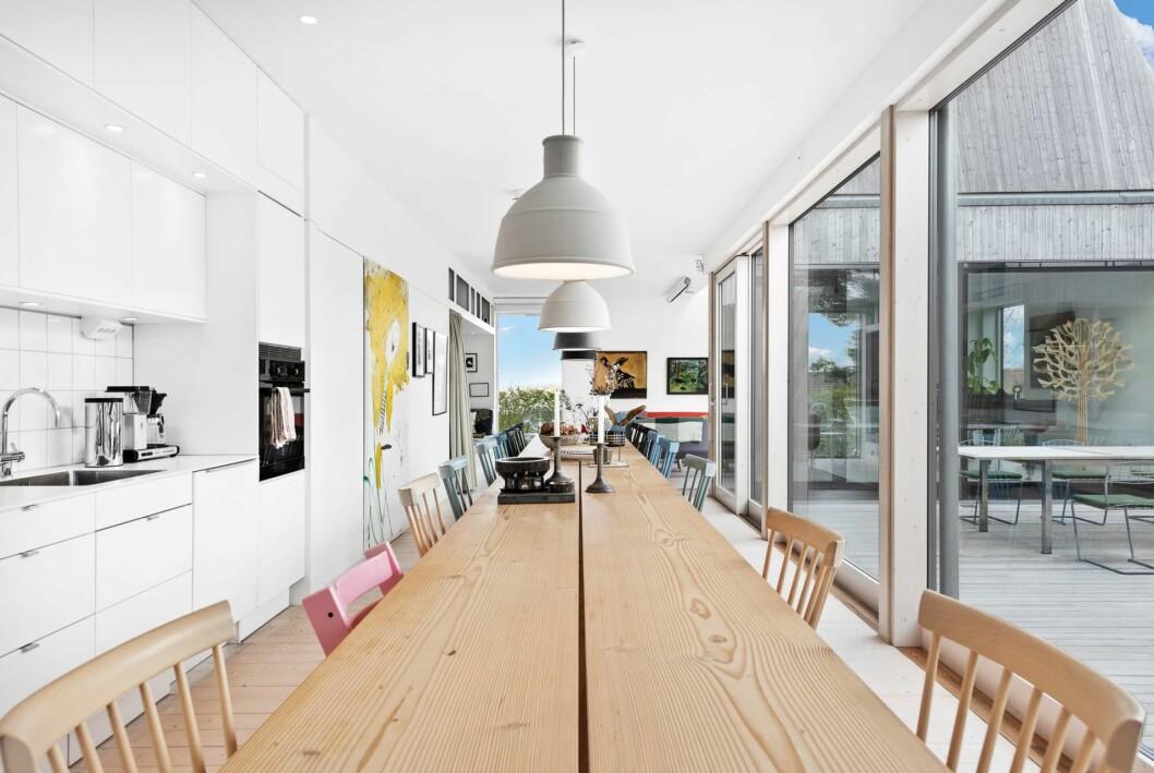 Köket centralt placerat i huset.