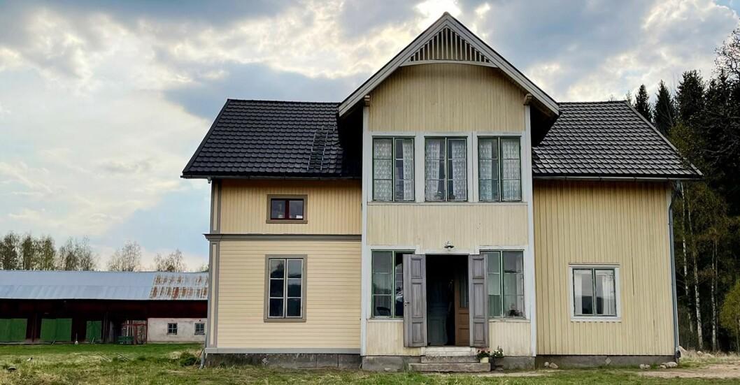 In der ersten Folge von It Sits in the Walls treffen wir Johan, Emilia und ihr desolates Haus.