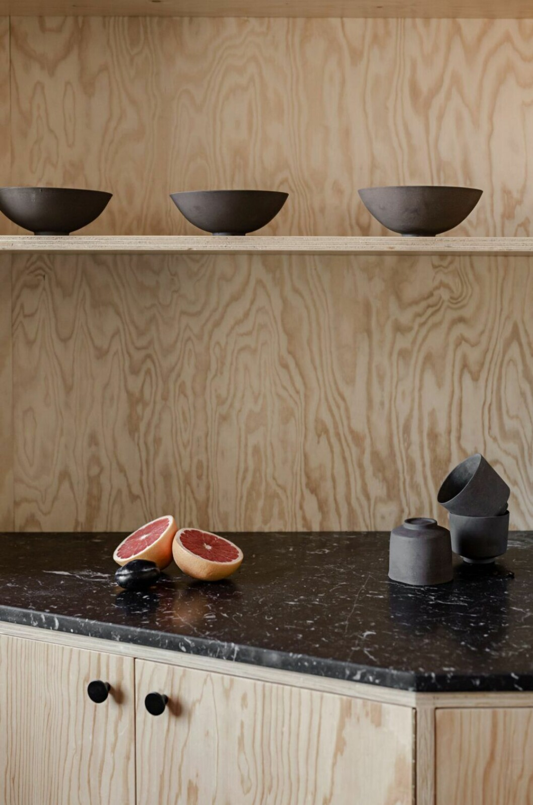 detaljbild i kök furu
