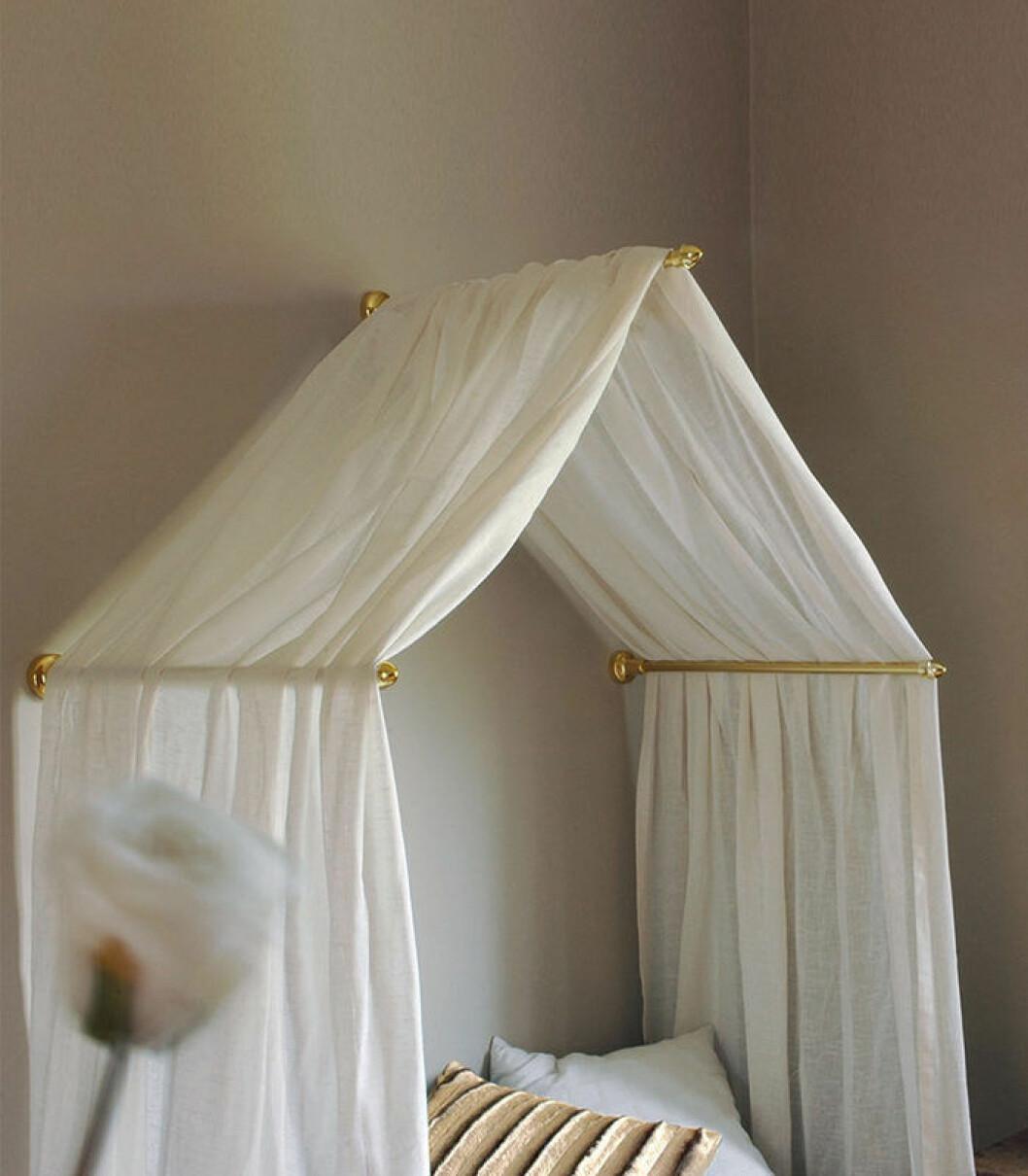 Enkel DIY-sänghimmel från Hasta