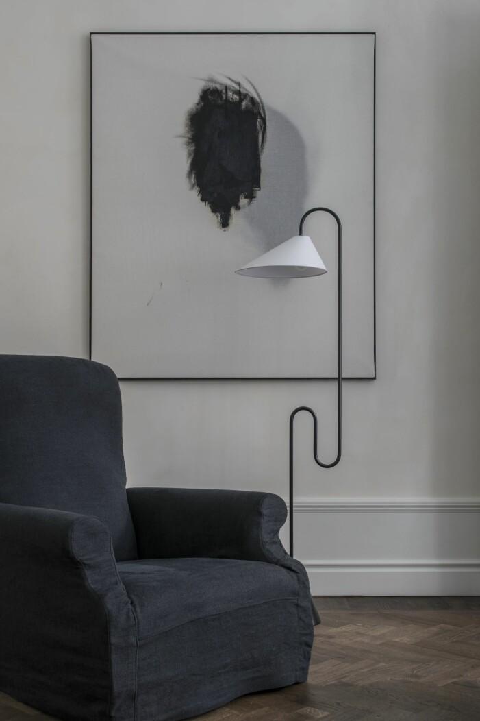 Fåtölj Perspective studio och lampan Roattino