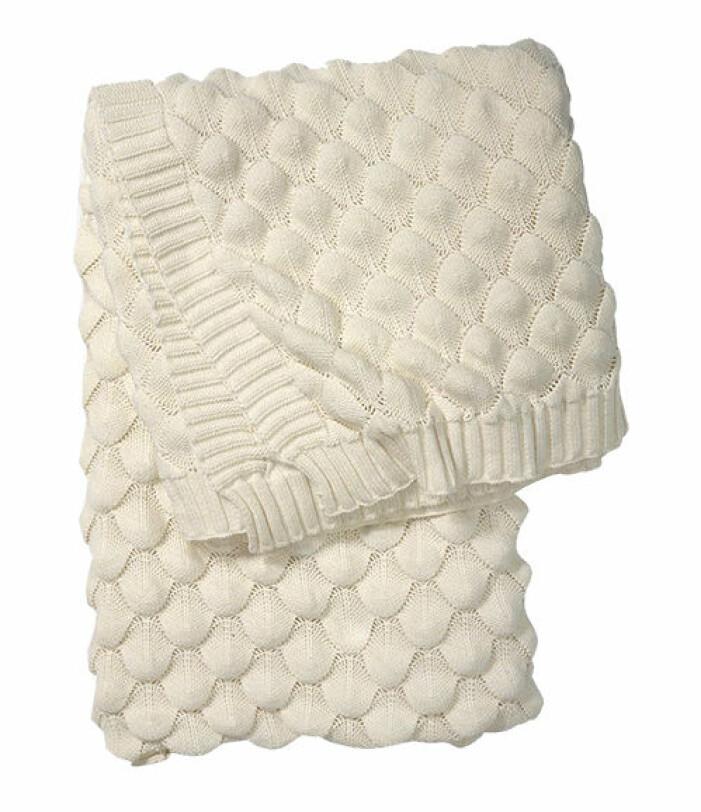 fluffig vit ryamatta med lugg