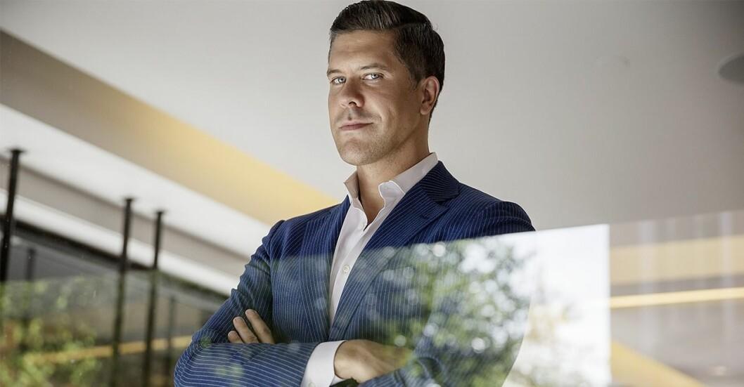 Fredrik Eklund, känd svensk mäklare, från TV-programmet Million Dollar Listing.