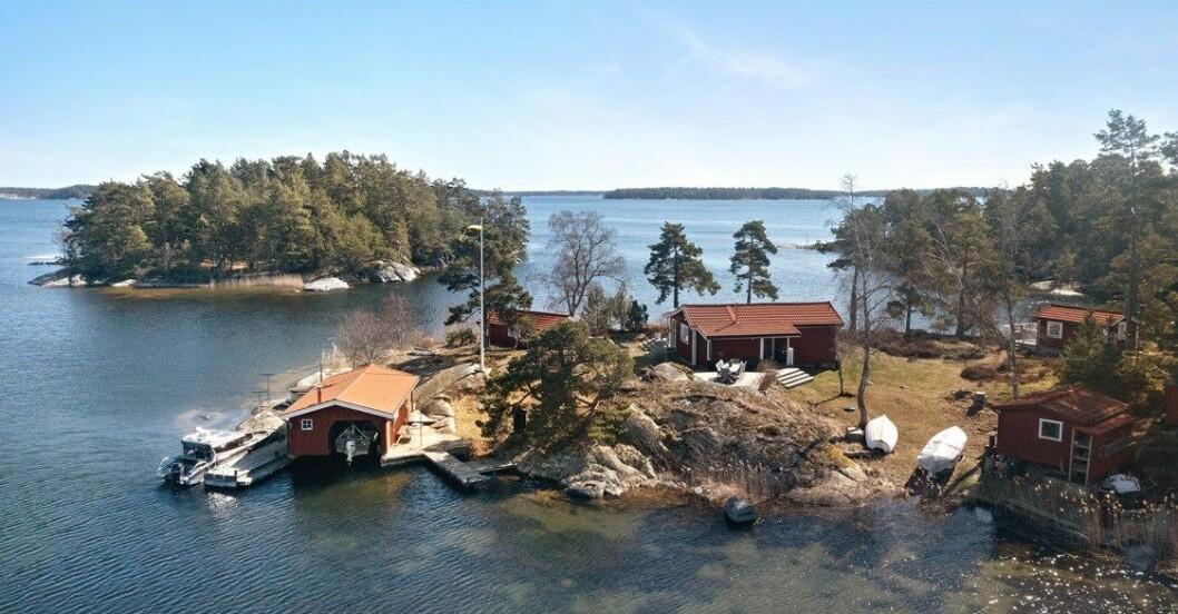 Fritidshus på egen udde till salu gällnöby båthus med mera