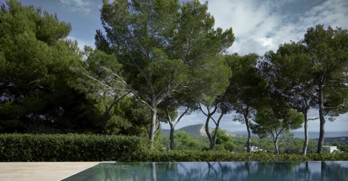 Infinitypool med utsikt hemma hos Charlotte Gyllenhammar på Ibiza.