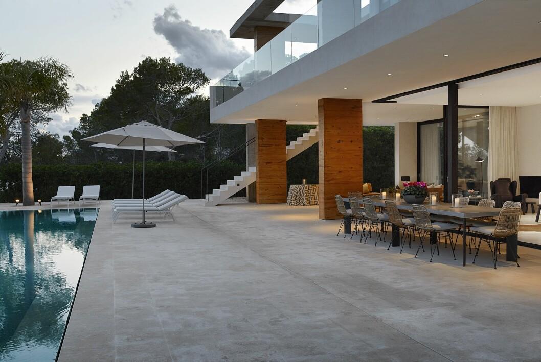 Terrassen hemma hos Charlotte Gyllenhammar på Ibiza.