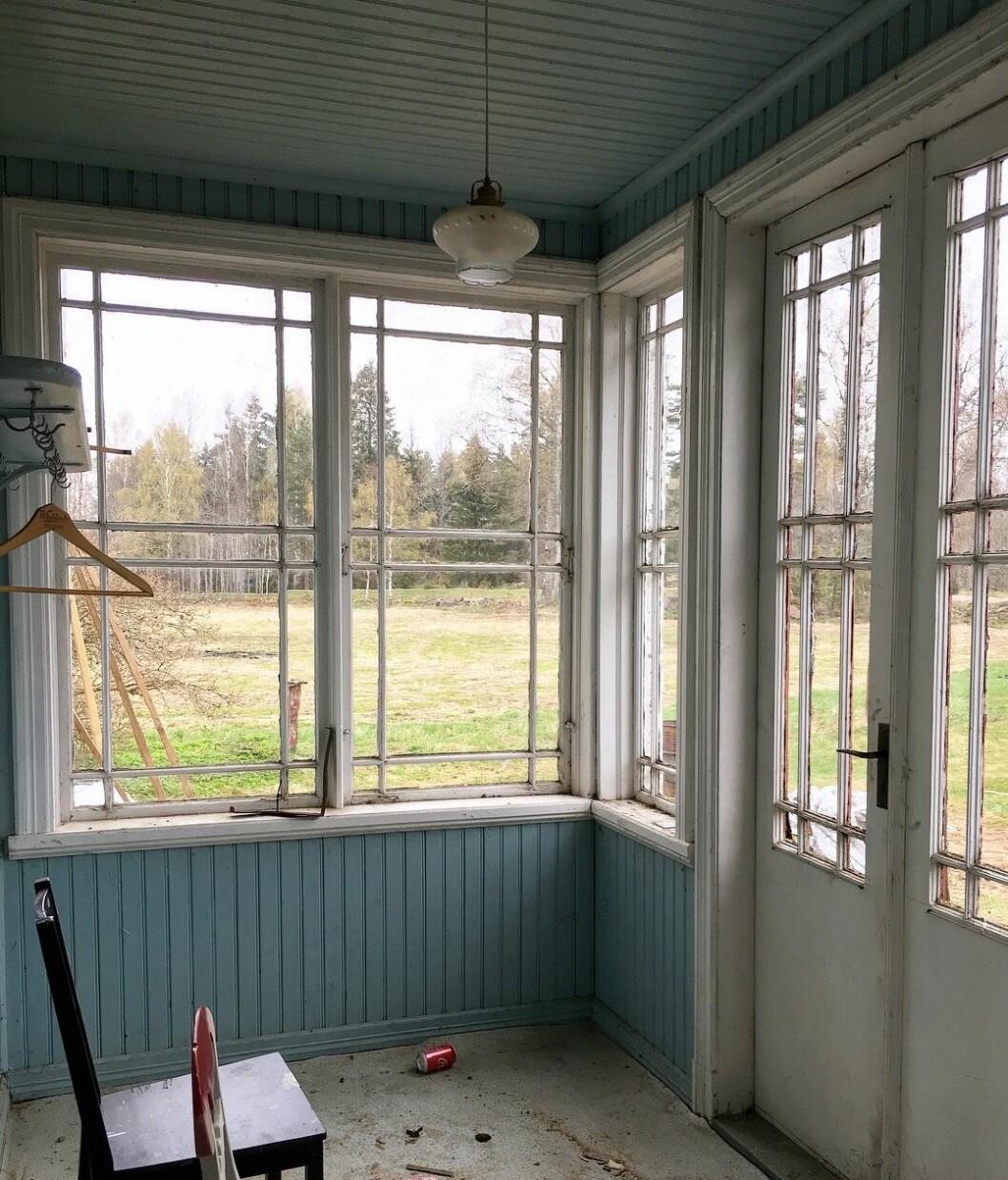 Glasverandan invändigt innan renoveringen.