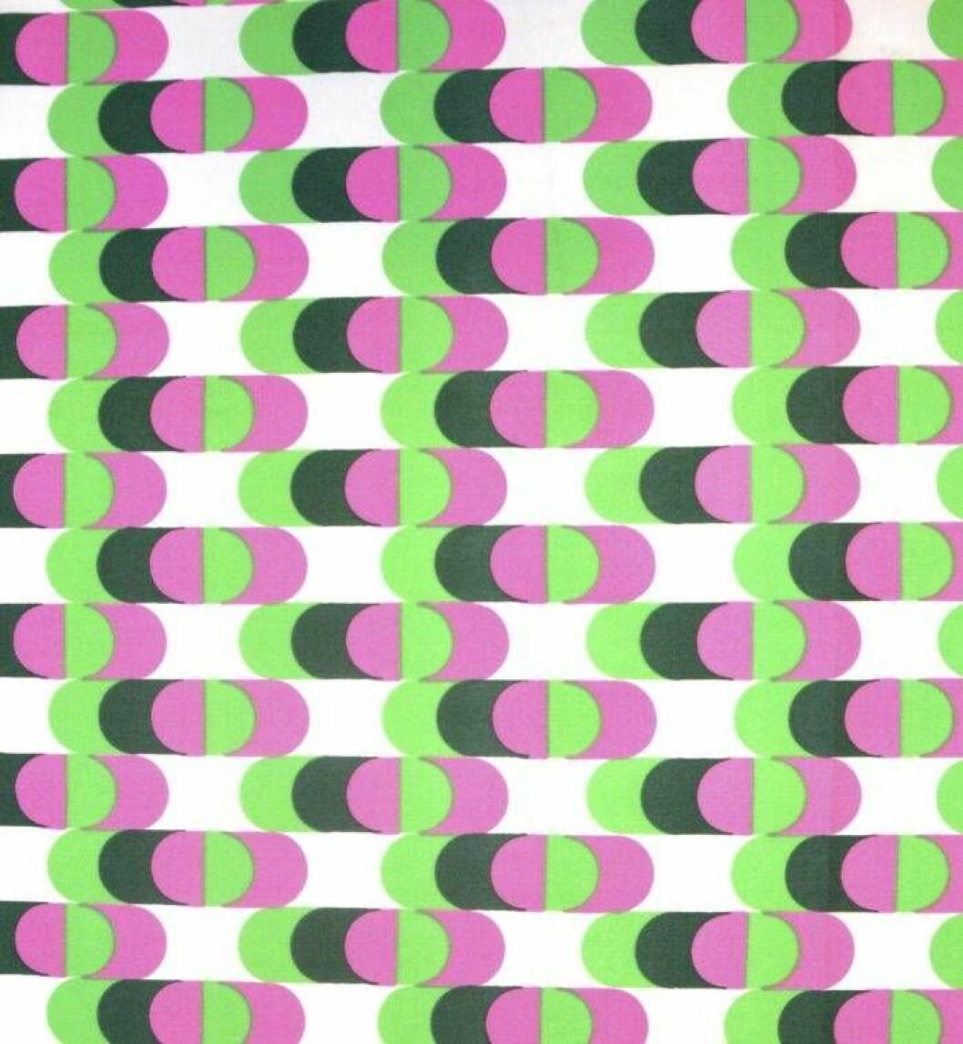 Göta Trägårdhs vilda mönster Kuling, i rosa, vitt, ljusgrönt och en murrig gröngrå.