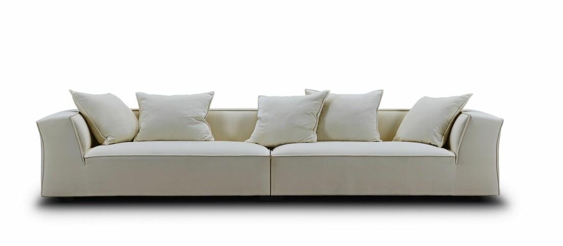 Vit soffa av Jens Juul Eilersen
