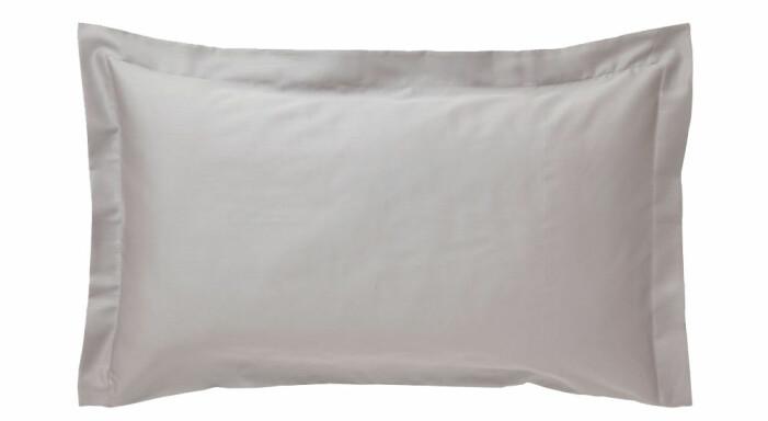grå kudde säng