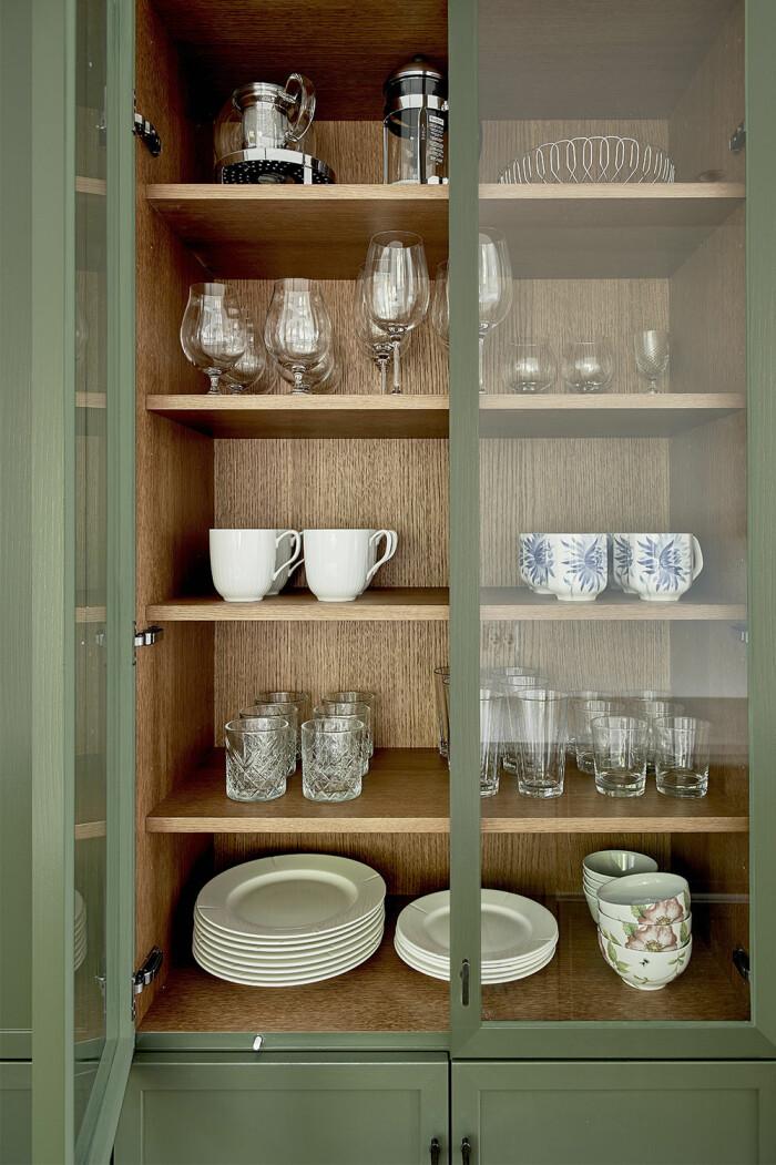 Grönt vitrinskåp i köket från Kvänum