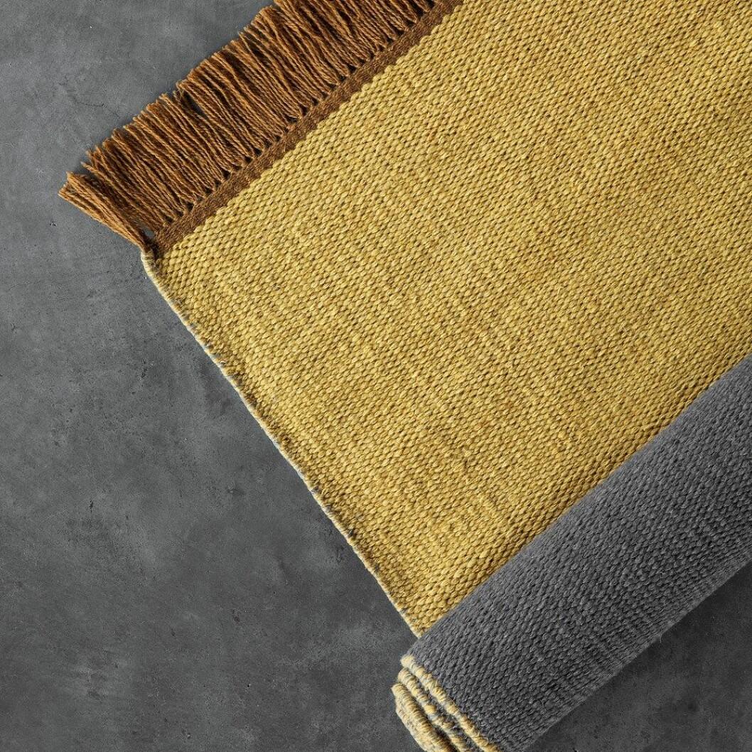 Handvävd matta. Vändbar matta. Höstnyhet hos Granit. Gjord av återvunna PET-flaskor.