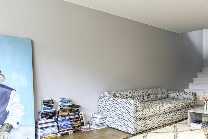 Hängen Sie Kunst im Zuhause von Hannah Widell Ed-Art-Wohnzimmer vor