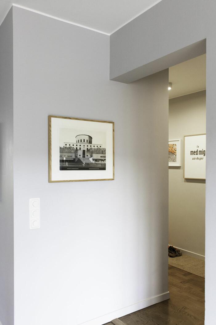 Hängen Sie Kunst im Haus von Hannah Widell Ed-art im Flur auf