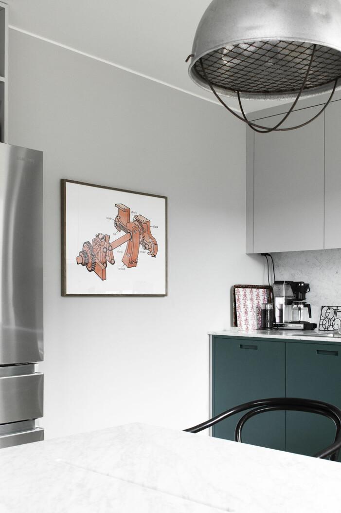 Hängen Sie Kunst zu Hause in der Ed-Art-Küche von Hannah Widell auf
