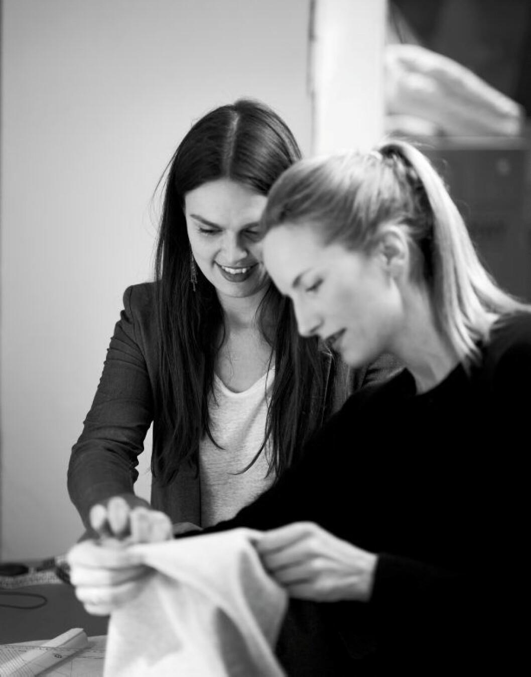 Mette Hay och designern Zanne Larsen.