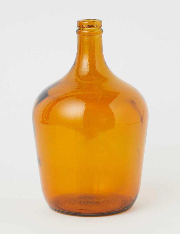 vas i bärnstensfärgat glas