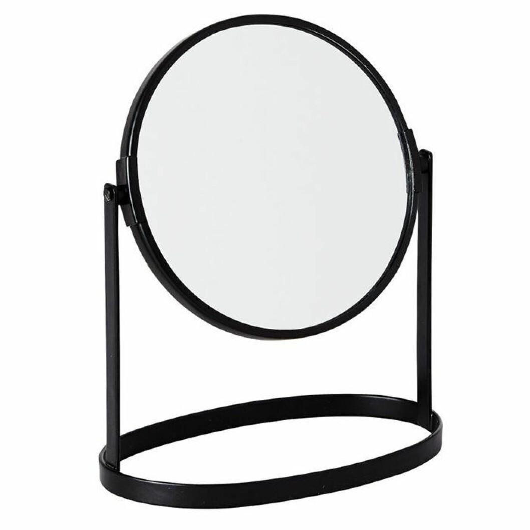 Skapa hotellkänsla i badrummet – med rund bordsspegel i svart