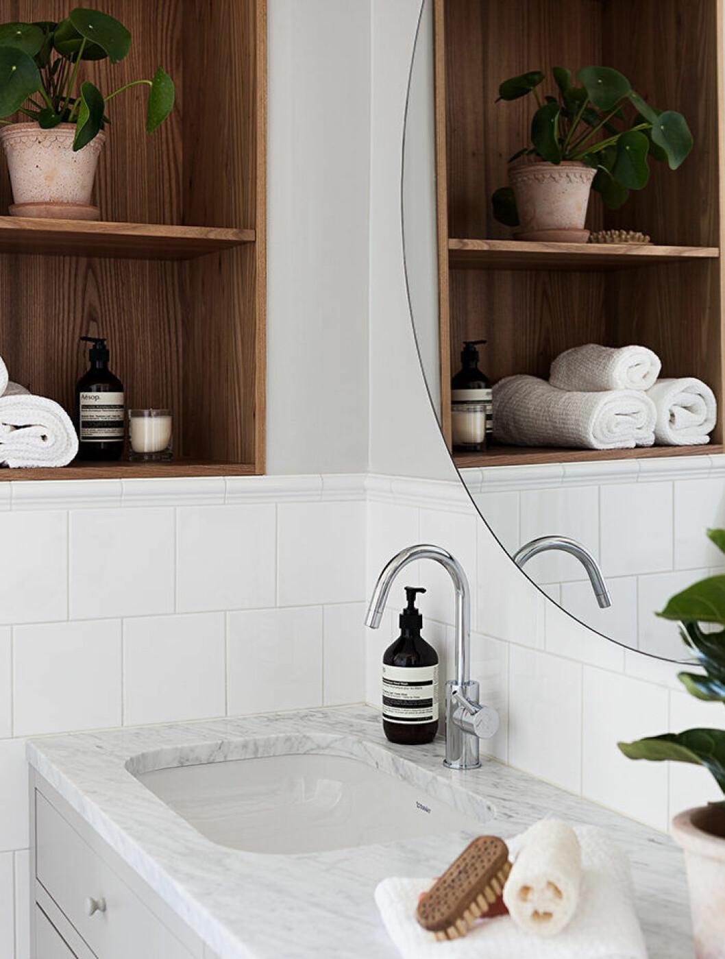 Hotellkänsla i badrummet med lyxiga detaljer