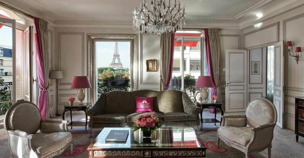 lyxig svit med utsikt över Eiffeltornet