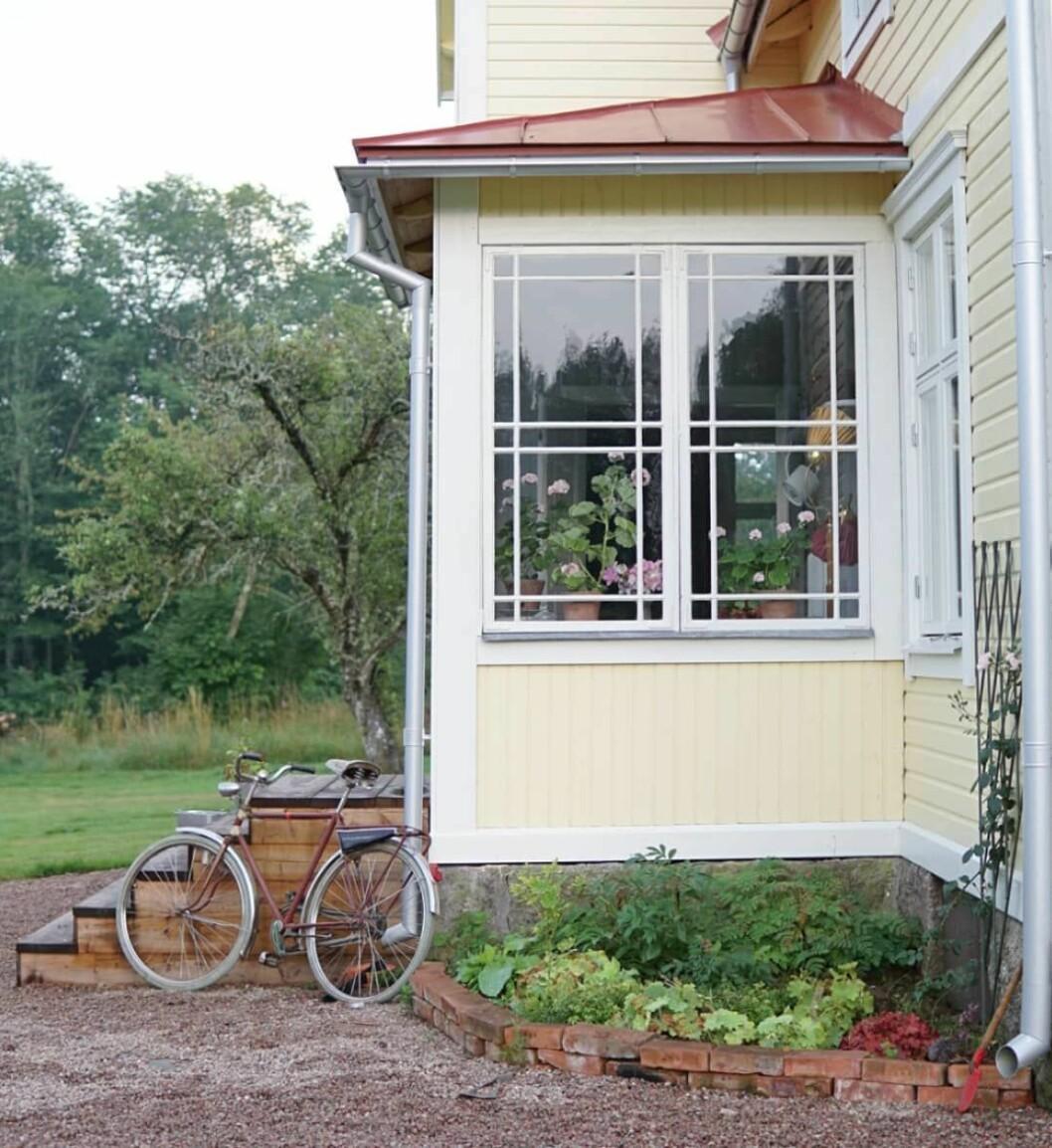 Husets glasveranda efter renoveringen.